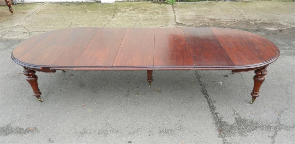 12ft Round Extending Antique Table - Mid Victorian Mahogany Extending Dining Table Closing To A Perfect 5ft Round