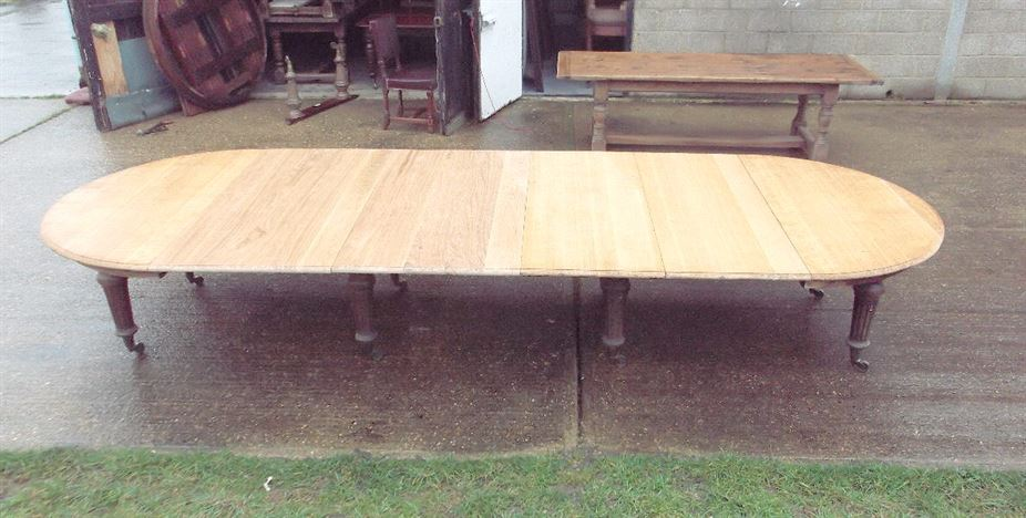 ANTIQUE FURNITURE WAREHOUSE Metre Antique Oak Dining Table - Round extendable dining table seats 8