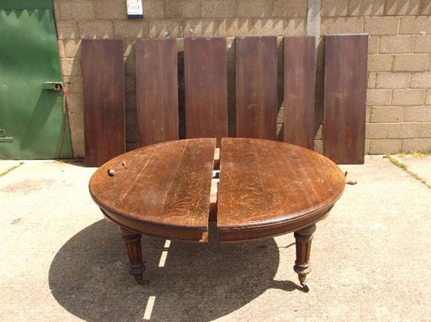 5 Metre Antique Oak Table - 16ft Victorian Round Extending Oak Table To Seat Up To 20 People