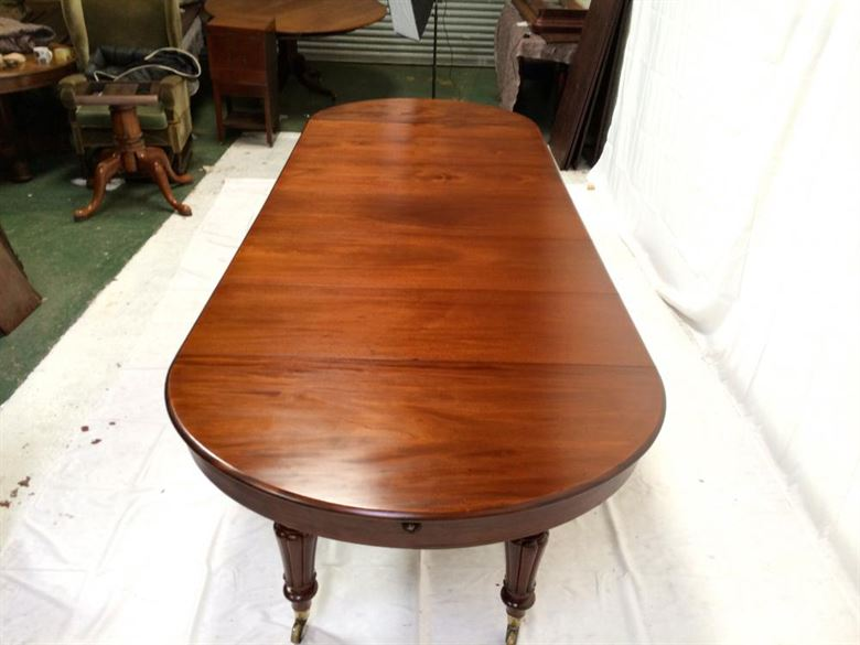 Extending Oval Formed Antique Dining Table - Mid Victorian Centre Pedestal Extending Mahogany Dining Table