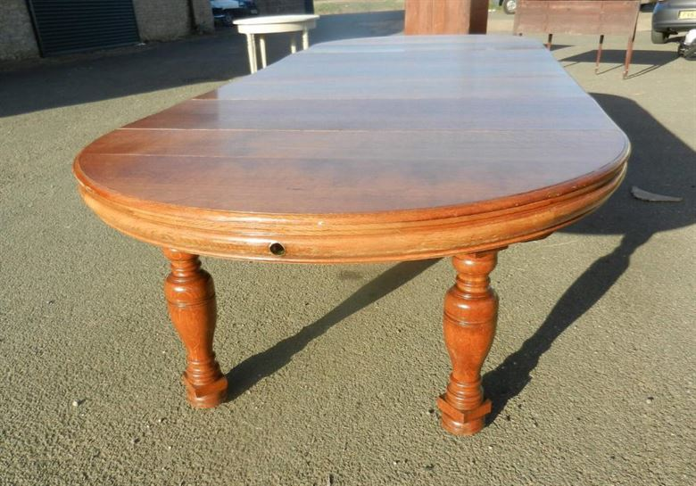 Fabulous Large Late 19th Century Arts & Crafts Influenced Victorian Round Oak Extending Dining Table
