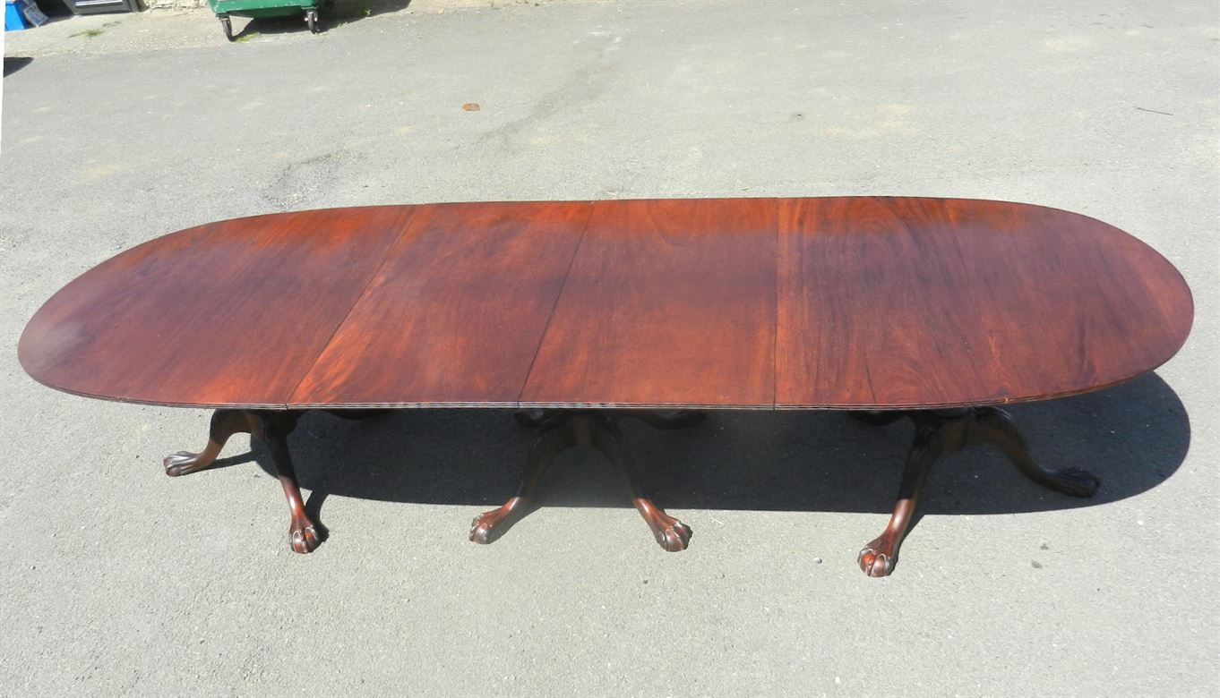 Georgian Mahogany Pedestal Dining Table With Triple Bases And Round Ends