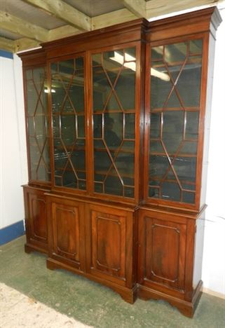 Good Proportioned 19th Century Mahogany Breakfront Library Bookcase