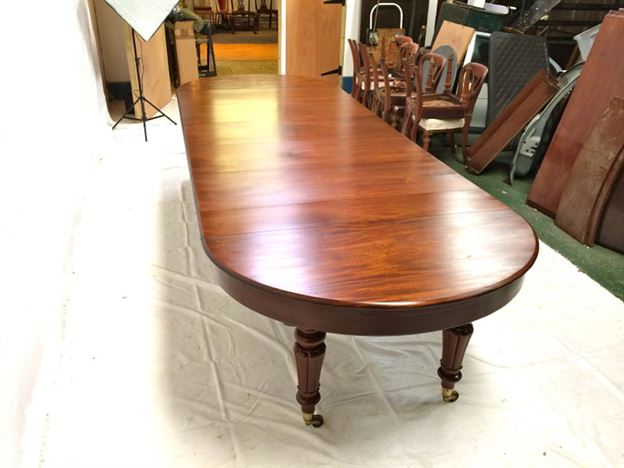 Large Round Extending Antique Table - 12ft Early Victorian Demi Ended Mahogany Extending Table To Seat 12 To 14 People
