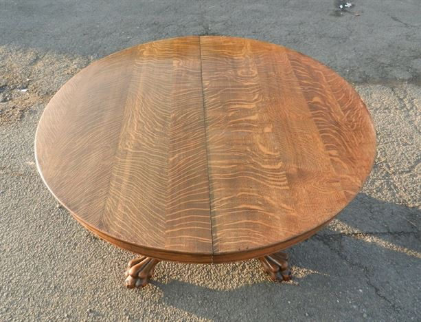 Large Round Victorian Centre Piece Table Extending To Form Antique Dining Table To Seat 10 People