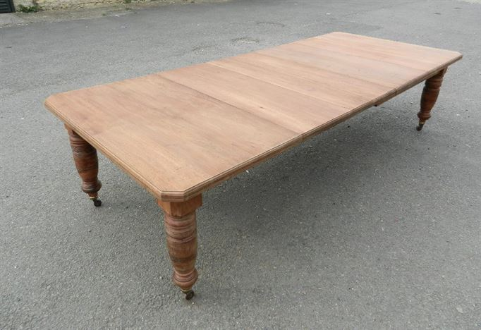 Large Victorian Extending Table - 10ft 3 Metre Late 19th Century Walnut Wind Out Table To Seat 12 To 14 People