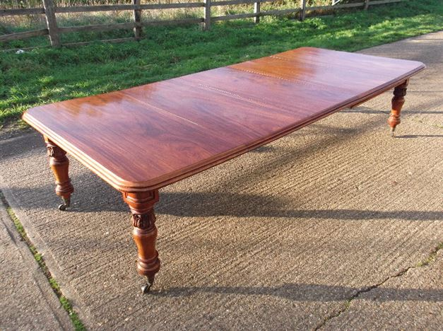 Large Victorian Extending Table - 3 Metre Early Victorian Mahogany Three Leaf Extending Dining Table To Seat 12 To 14 People
