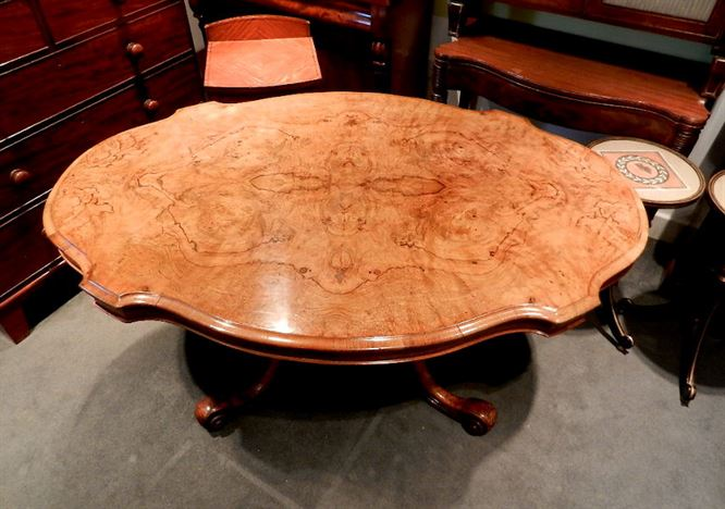 Large Antique Walnut Oval Table   Early Victorian 5ft Oval Burr Walnut  Dining Table