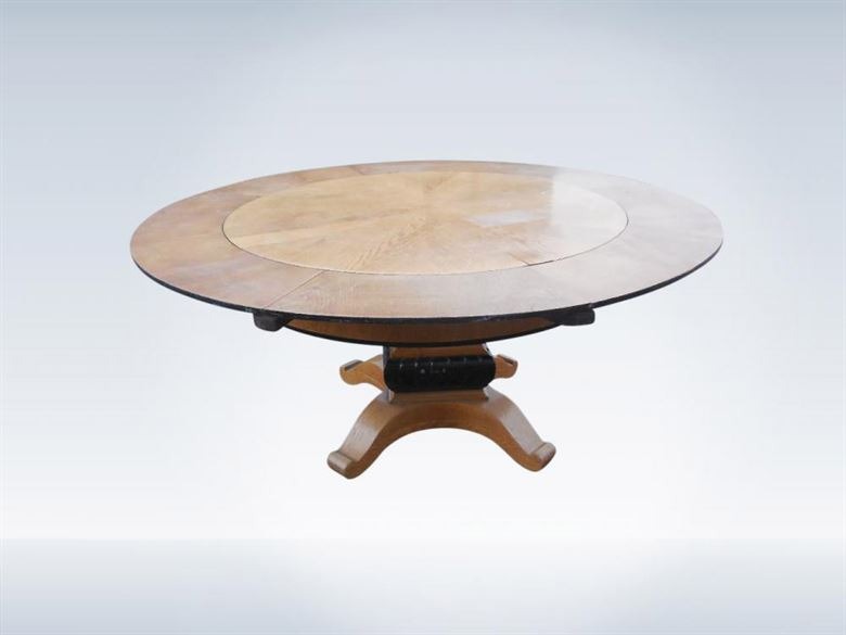 Late 19th Century Biedermeier Jupe Type Extending Round Dining Table
