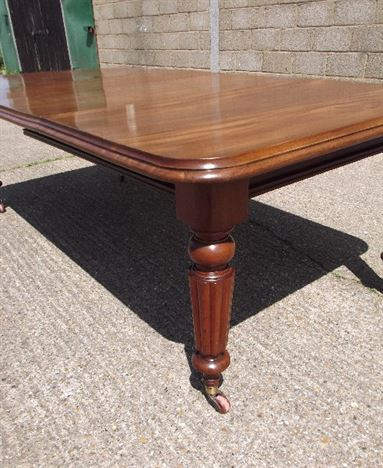 Antique Dining Table - 8ft Victorian Mahogany Extending Dining Table With Reeded Legs