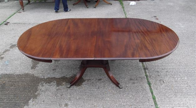 Antique Regency Round Extending Table   19th Century Single Pedestal Round  Extending Mahogany Dining Table To Seat Up To 10 Comfortably