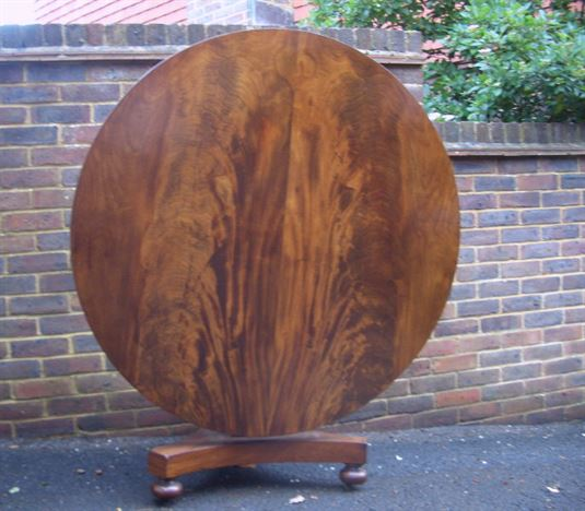 Antique Round Table - William IV Round Mahogany Breakfast Table To Seat 6 People