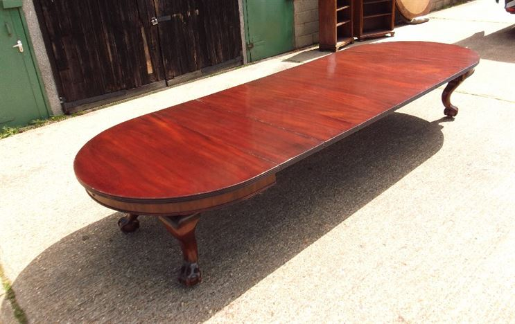 Huge Victorian Dining Table - 14ft Victorian Extending Dining Table With Round Ends To Seat Up To 16 People Comfortably