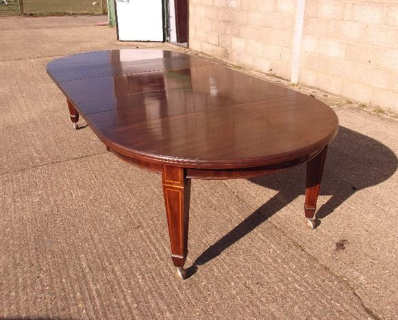 edwardian mahogany round wind out dining table to seat 6 to 12 people
