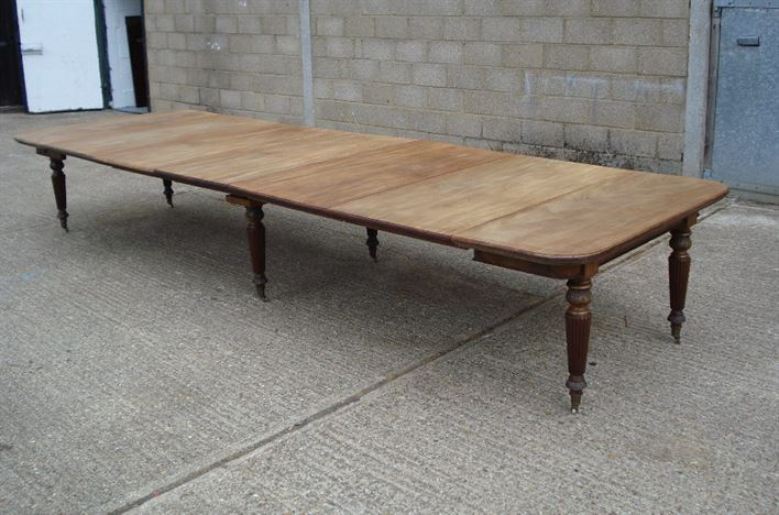 ANTIQUE FURNITURE WAREHOUSE Very Large Antique Dining  : very large antique dining table 15ft 5 metre early victorian extending mahogany dining table to seat 16 to 18 people 995 P2 from www.elisabethjamesantiques.co.uk size 908 x 600 jpeg 137kB