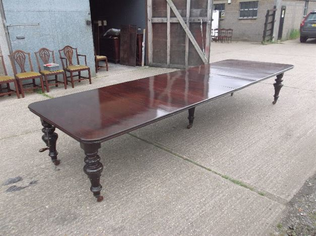 ANTIQUE FURNITURE WAREHOUSE Very Large Antique Mahogany  : very large antique mahogany dining table 14ft mid victorian irish mahogany extending dining table to seat 16 people 1117 P1 from www.elisabethjamesantiques.co.uk size 804 x 600 jpeg 118kB