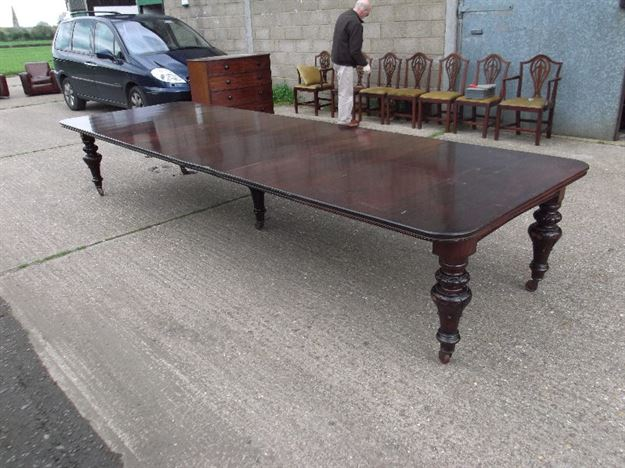 ANTIQUE FURNITURE WAREHOUSE Very Large Antique Mahogany  : very large antique mahogany dining table 14ft mid victorian irish mahogany extending dining table to seat 16 people 1117 P2 from www.elisabethjamesantiques.co.uk size 802 x 600 jpeg 126kB