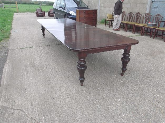 ANTIQUE FURNITURE WAREHOUSE Very Large Antique Mahogany  : very large antique mahogany dining table 14ft mid victorian irish mahogany extending dining table to seat 16 people 1117 P4 from www.elisabethjamesantiques.co.uk size 804 x 600 jpeg 118kB