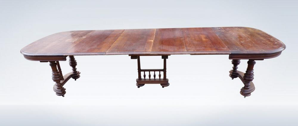 Victorian Walnut Dining Table Extendable To 300cm Long